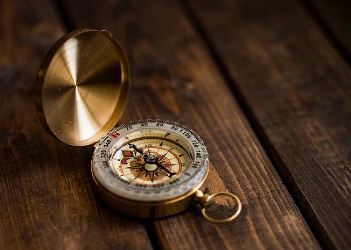 Leistungen goldblau Kompass